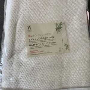 New in a bag Wamsutta white king size blanket.